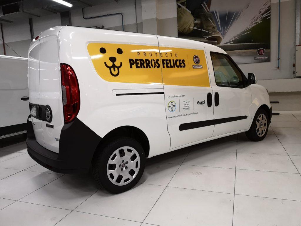 Fiat consegna due veicoli Natural Power per il progetto Happy Dogs per in Spagna